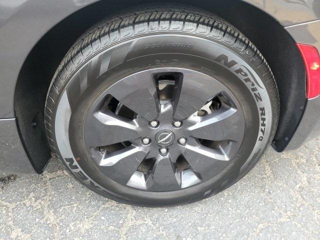 Chrysler Pacifica 2019 price $39,881