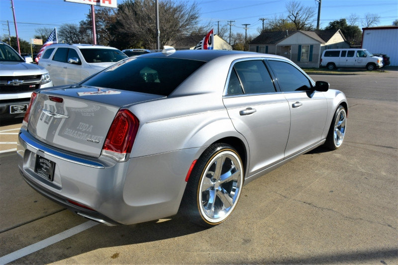 Chrysler 300 2016 price $16,595