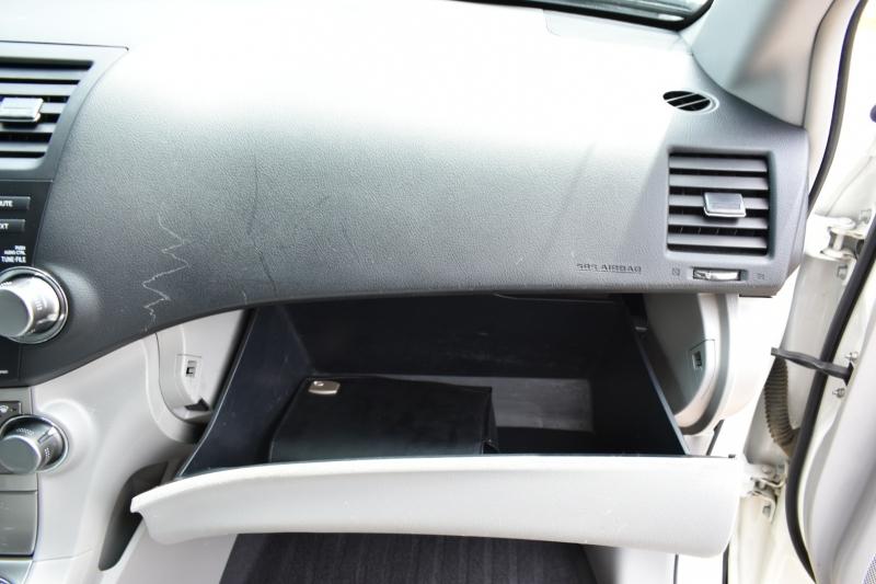 Toyota Highlander 2011 price $10,595