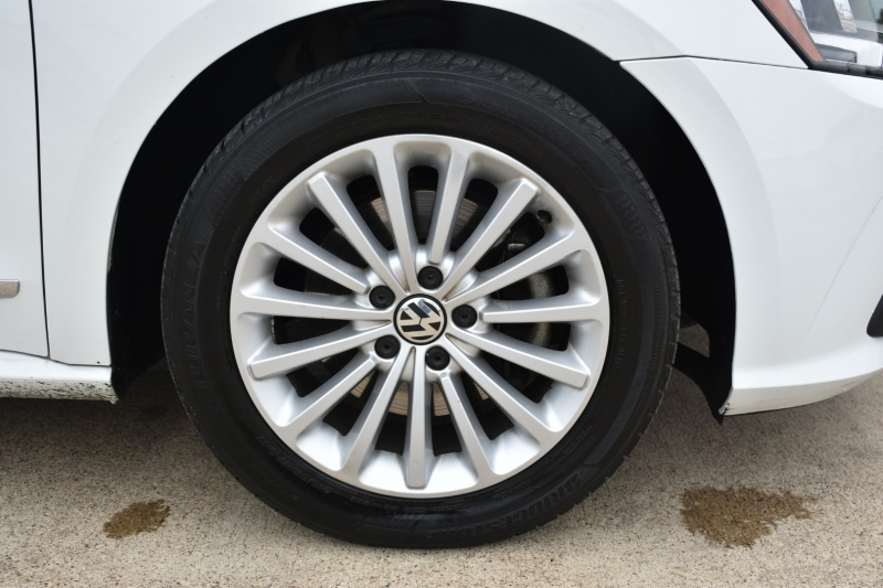 Volkswagen Passat 2016 price $15,995