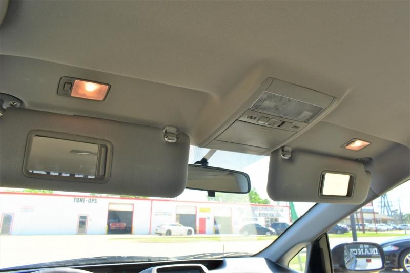 Toyota Prius 2009 price $9,995