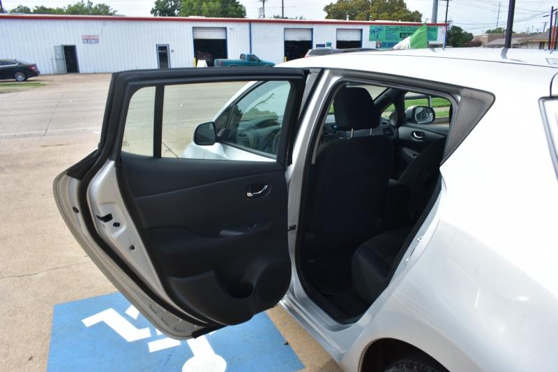 Nissan LEAF 2013 price $8,995