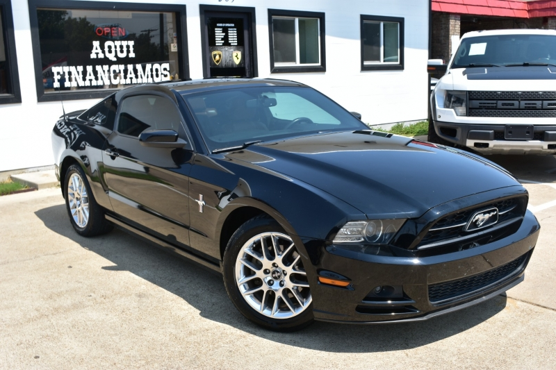 Ford Mustang 2013 price $16,995