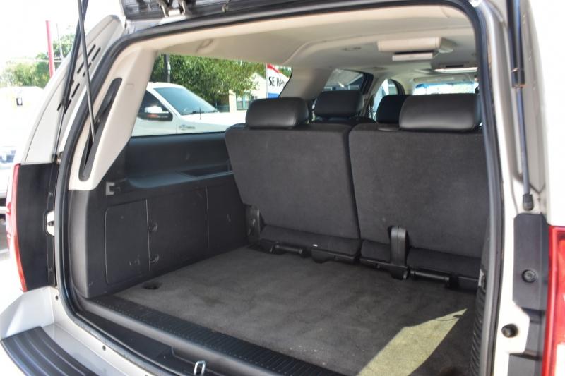 Chevrolet Suburban 2009 price $17,995