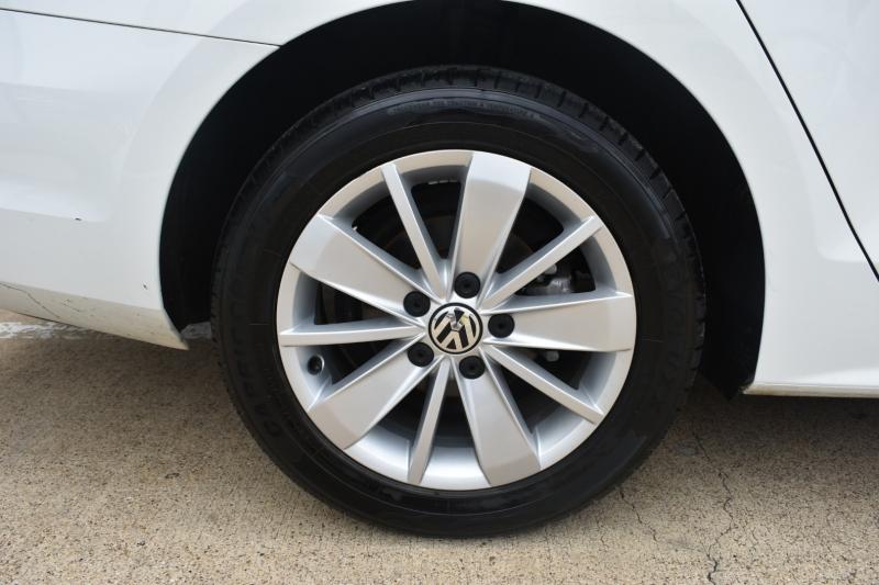 Volkswagen Jetta Sedan 2015 price $12,995