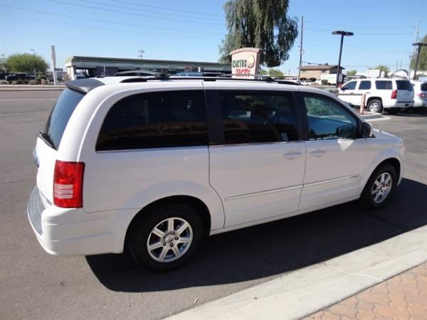 Chrysler Town & Country 2009 price $1,299 Down