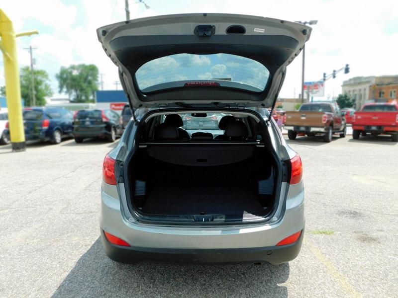 Hyundai Tucson 2013 price $11,800