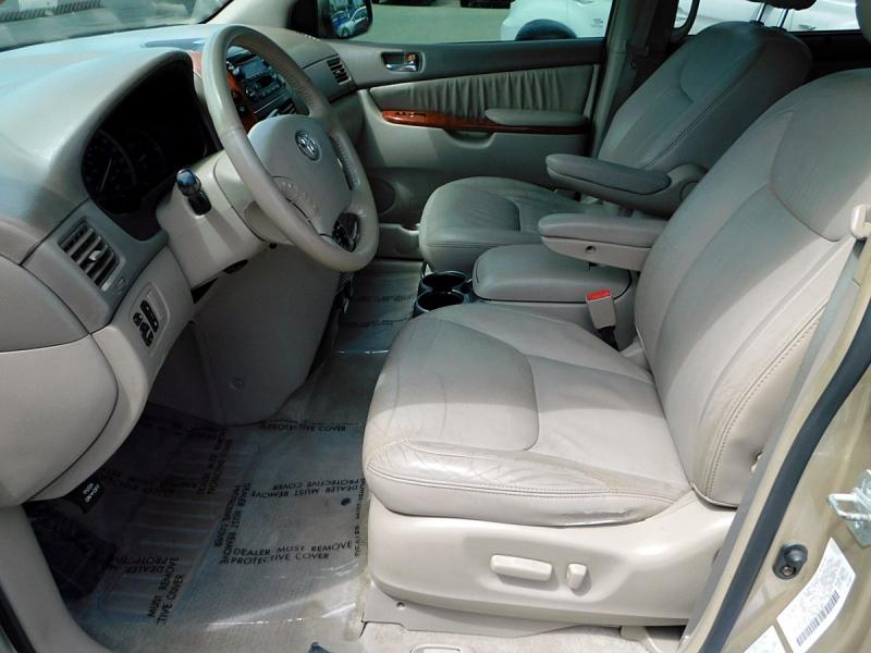 Toyota Sienna 2004 price $6,600