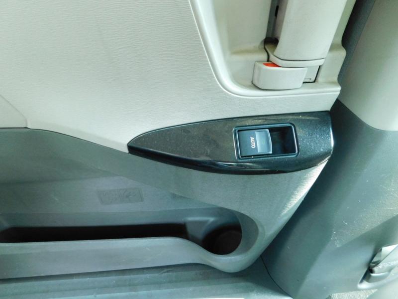 Toyota Sienna 2012 price $11,900