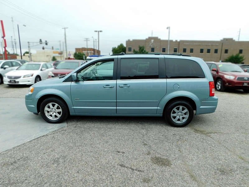 Chrysler Town & Country 2008 price $7,600