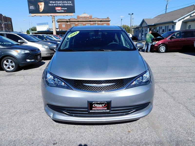 Chrysler Pacifica 2017 price $16,400