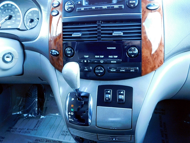 Toyota Sienna 2004 price $6,200