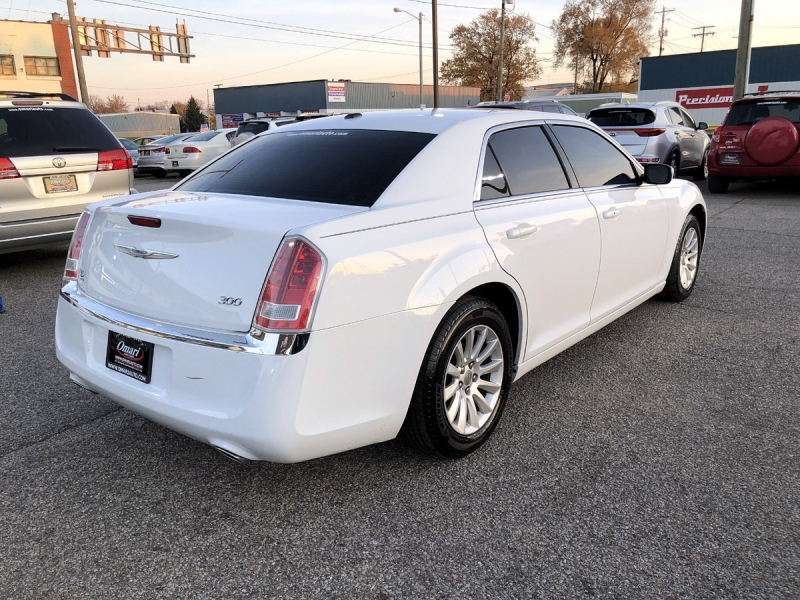 Chrysler 300-Series 2013 price $12,800