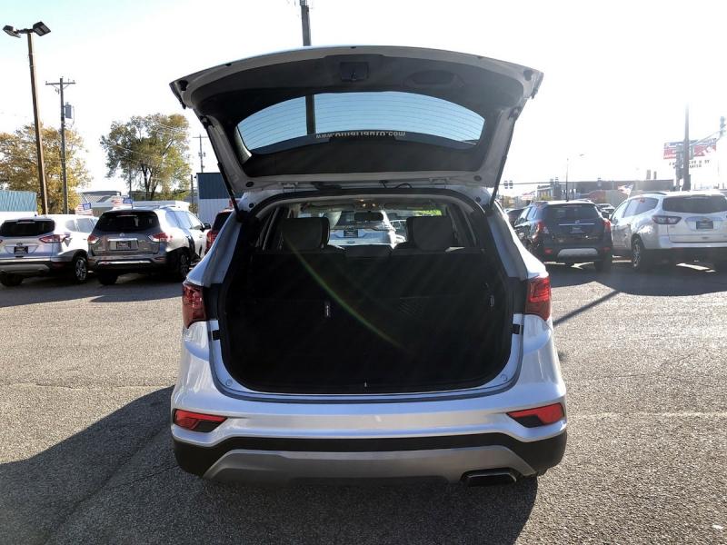 Hyundai Santa Fe 2018 price $16,400