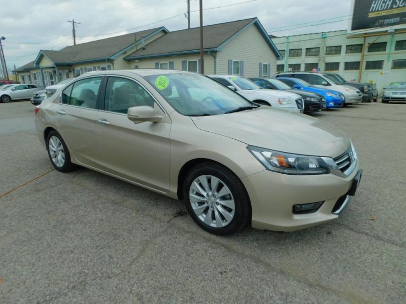 Honda Accord Sedan 2015 price $18,400
