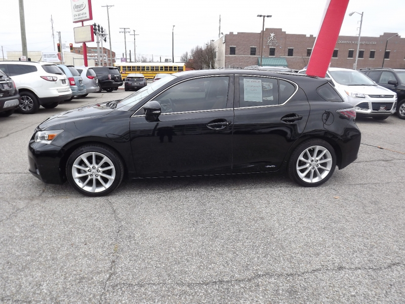 Lexus CT 200h 2012 price $11,400