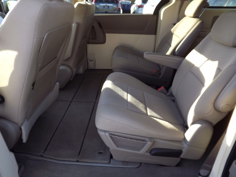 Chrysler Town & Country 2008 price $6,600