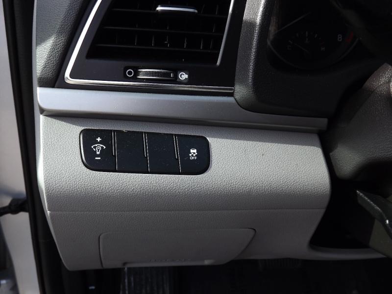 Hyundai Elantra 2017 price $12,400