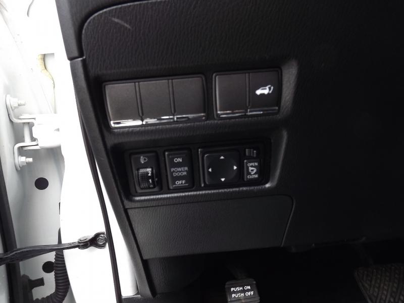 Infiniti QX56 2012 price $21,400