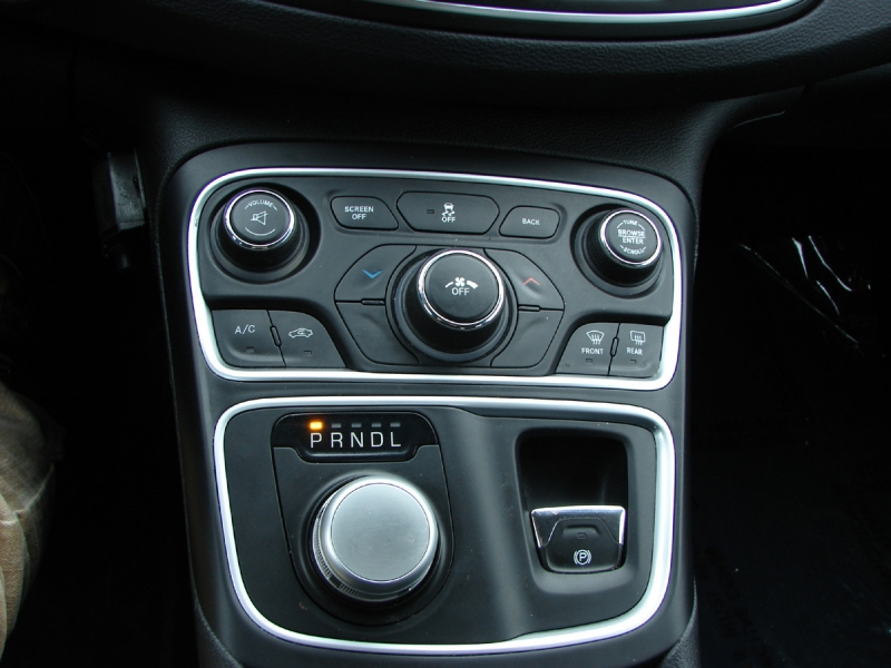 Chrysler 200 2015 price $11,600