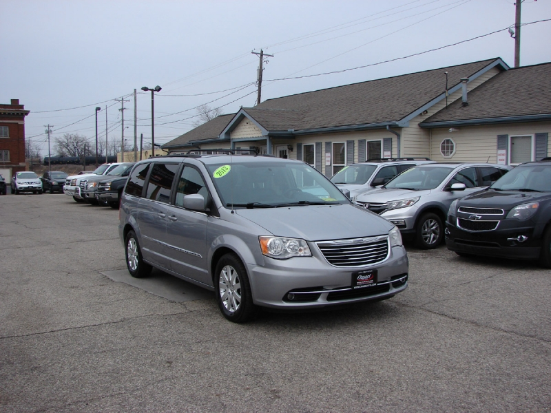 Chrysler Town & Country 2013 price $10,600