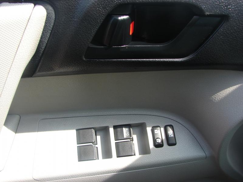 Toyota Highlander 2012 price $15,400
