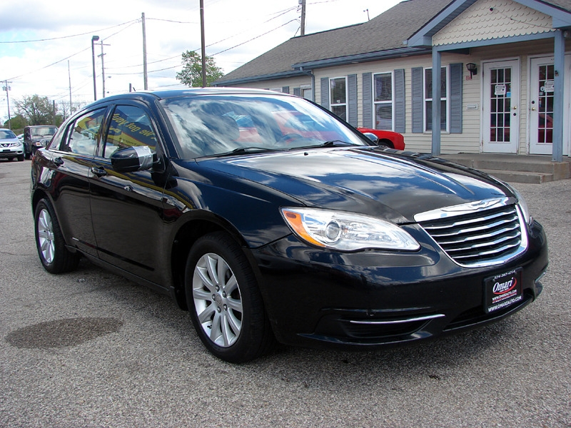 Chrysler 200 2012 price $7,400
