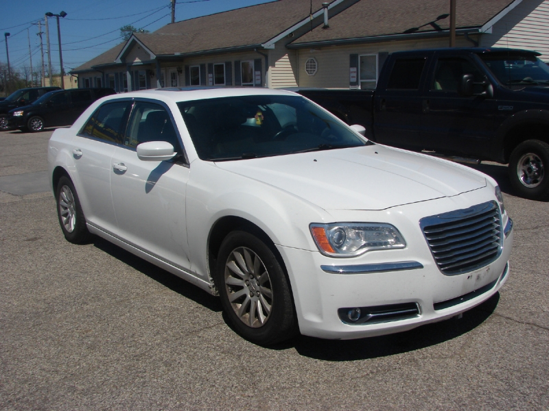 Chrysler 300 2013 price $12,400