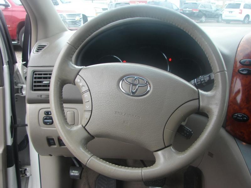 Toyota Sienna 2006 price $7,800