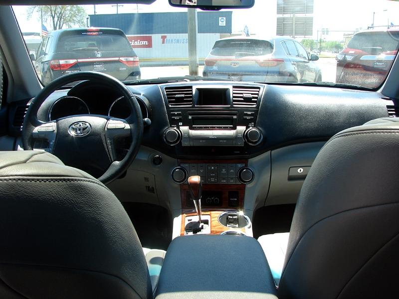 Toyota Highlander 2010 price $14,400