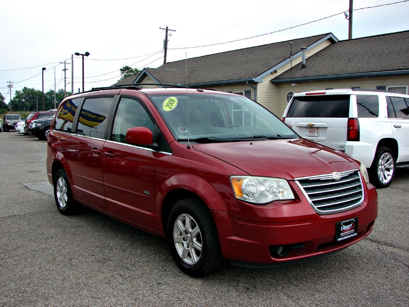 Chrysler Town & Country 2008 price $6,800