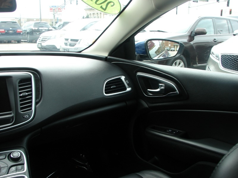 Chrysler 200 2015 price $16,400