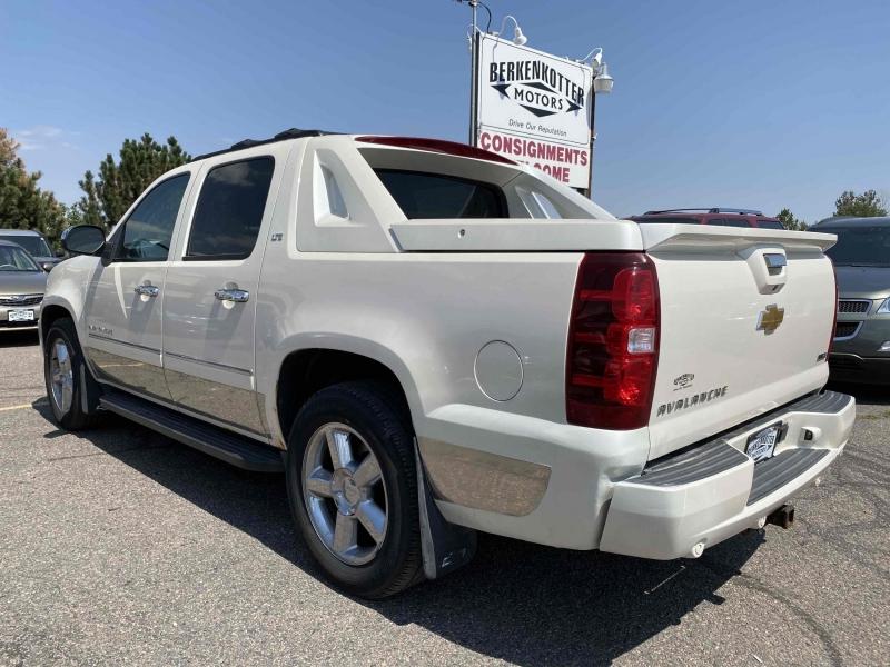 Chevrolet Avalanche 2011 price $15,488