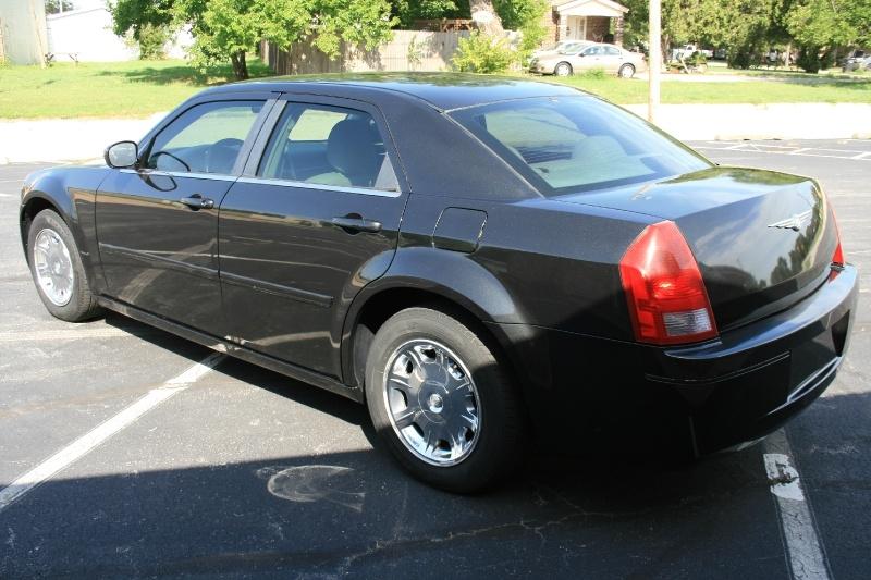 Chrysler 300-Series 2005 price $4,850 Cash