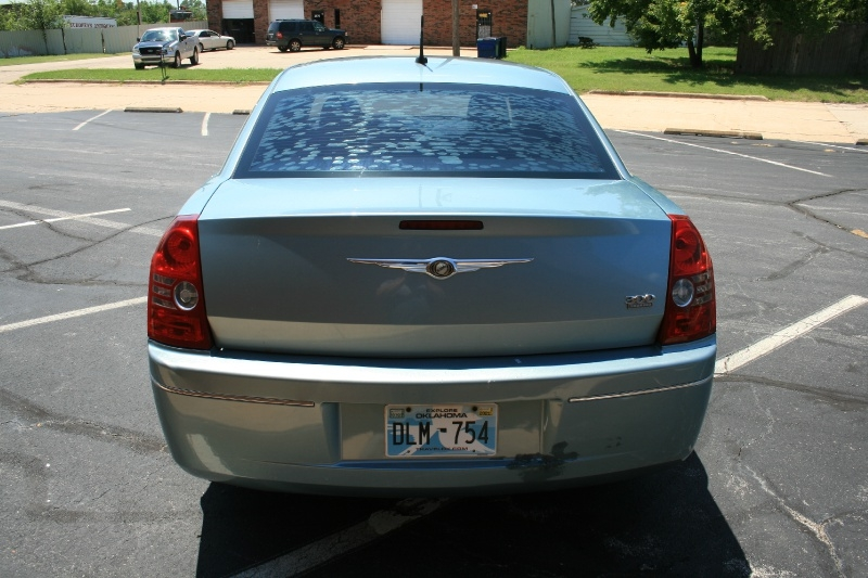Chrysler 300-Series 2008 price $4,450 Cash
