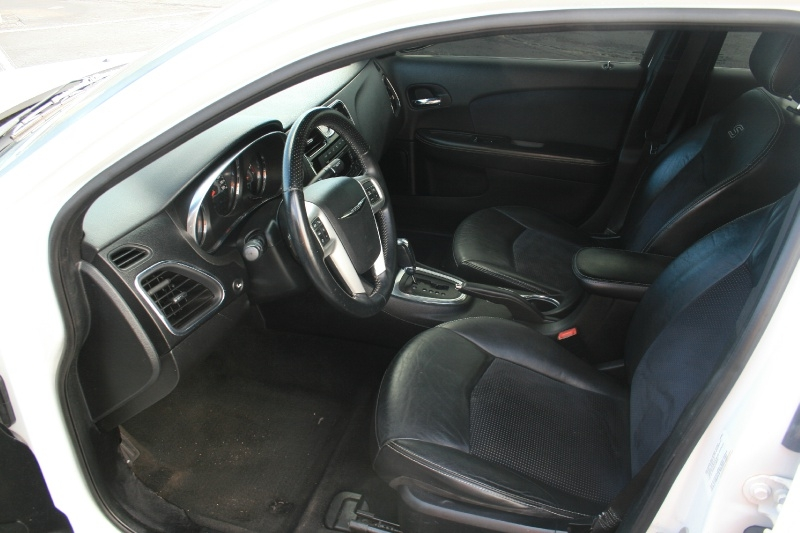 Chrysler 200 2013 price $6,450 Cash