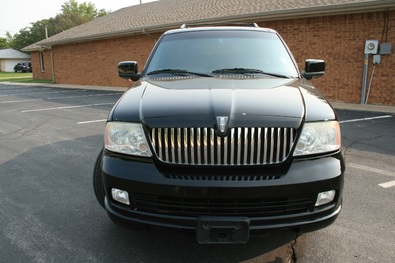 Lincoln Navigator 2006 price $4,250 Cash