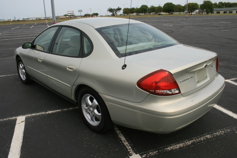 Ford Taurus 2005 price $3,450 Cash