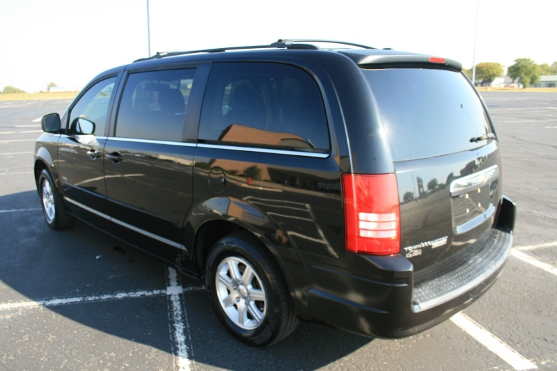 Chrysler Town & Country 2008 price $3,995 Cash