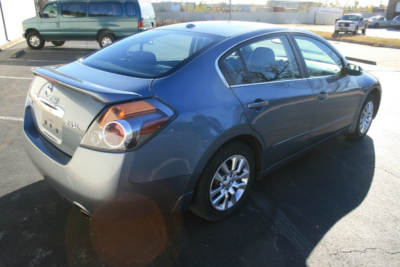 Nissan Altima 2010 price $4,750 Cash