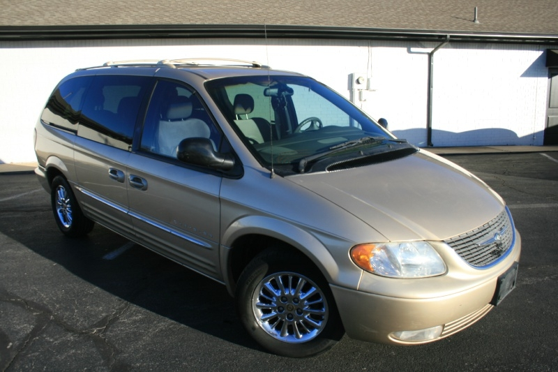 Chrysler Town & Country 2001 price $3,850 Cash