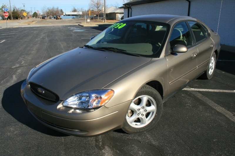 Ford Taurus 2004 price $3,750 Cash