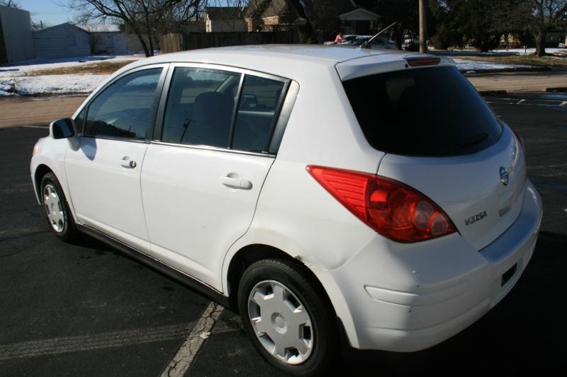Nissan Versa 2011 price $3,950 Cash
