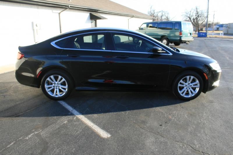 Chrysler 200 2015 price $5,995 Cash