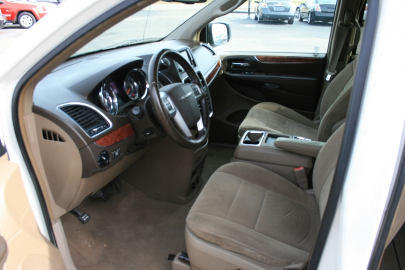 Chrysler Town & Country 2011 price $3,950 Cash