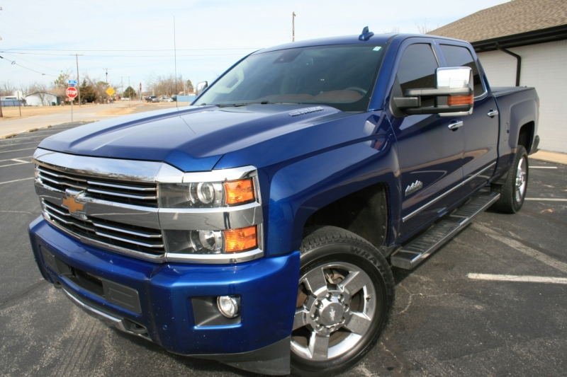 Chevrolet Silverado 2500HD Built After Aug 14 2015 price $36,950 Cash
