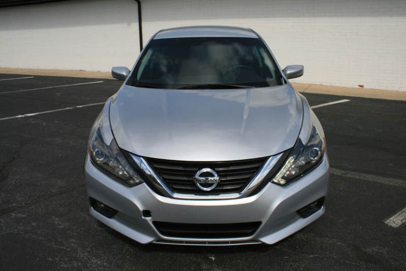 Nissan Altima 2016 price $9,850 Cash