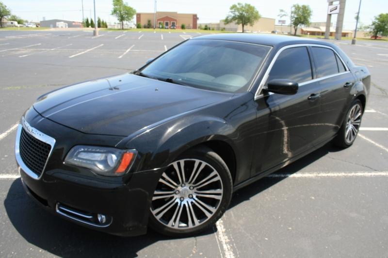 Chrysler 300 2012 price $9,995 Cash