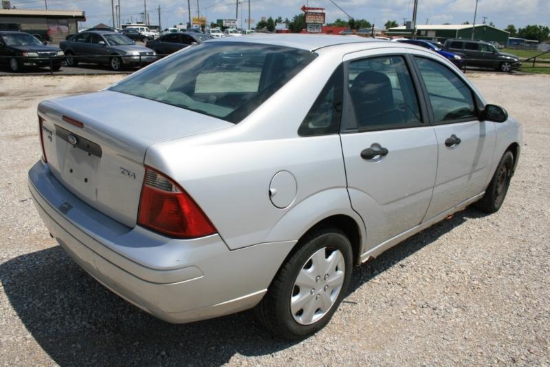 Ford Focus 2005 price $1,950 Cash