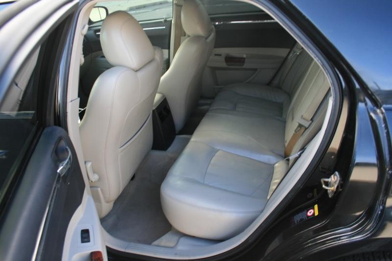 Chrysler 300 2005 price $4,450 Cash